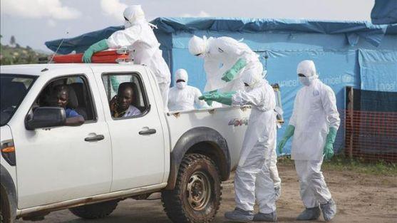 http://www.eldiario.es/sociedad/matado-medicos-trabajadores-sanitarios-brote_0_288721722.html
